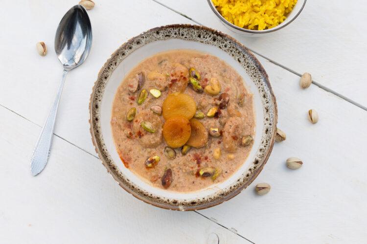 Curry met gedroogd fruit en noten